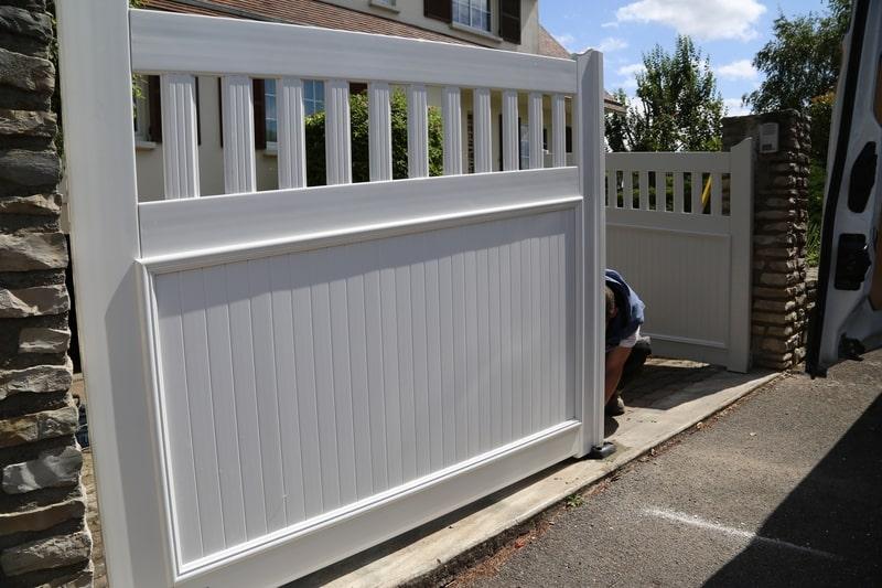 montage portail chantier technitoit à chartres, 2 portails et une cloture 06