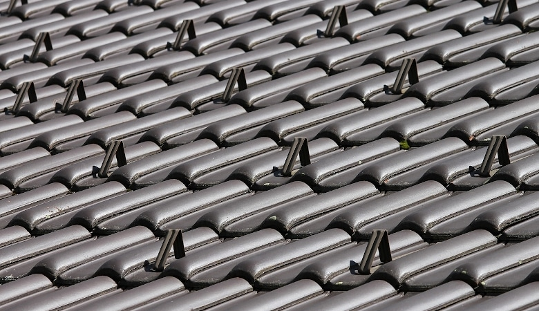 pourquoi hydrofuger sa toiture plutôt que de la repeindre