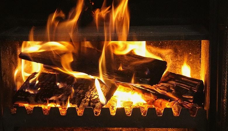 poêle, cheminée, insert… quel choix pour se chauffer au bois