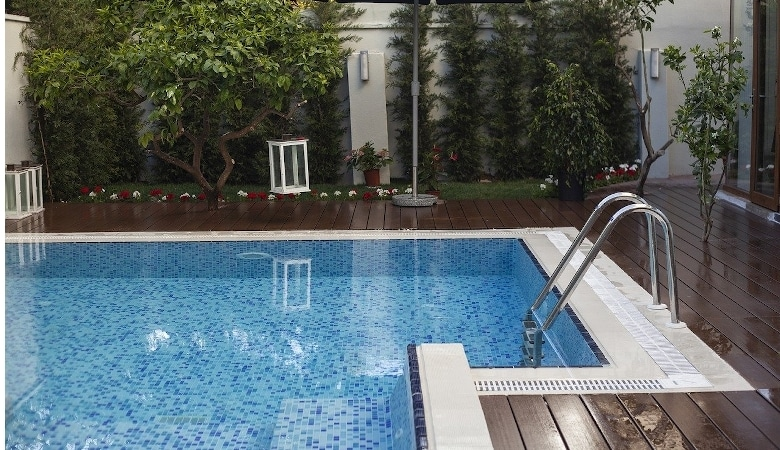 abri de piscine avantages et inconvénients