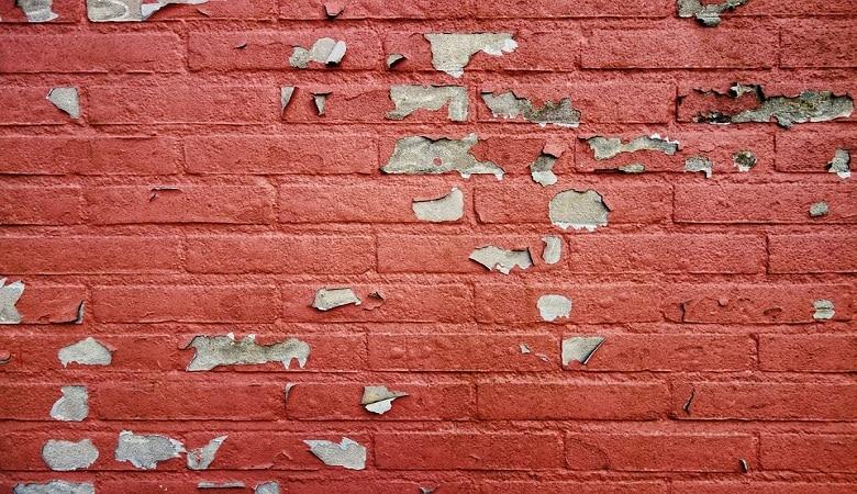 ecailles, cloques, craquelures sur la peinture causes et solutions
