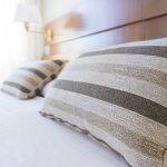 chambre comment bien placer des oreillers sur un lit